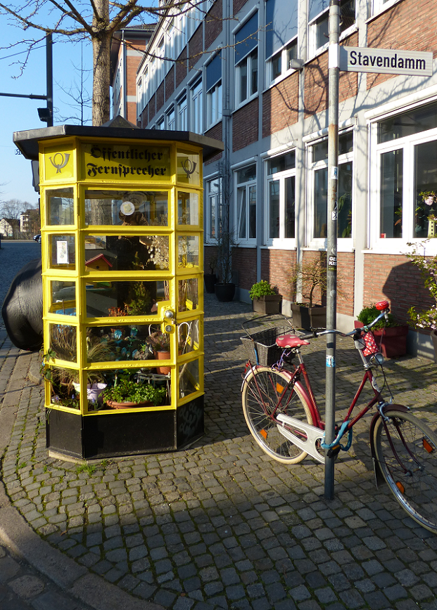 Telephone booth in Schnoor